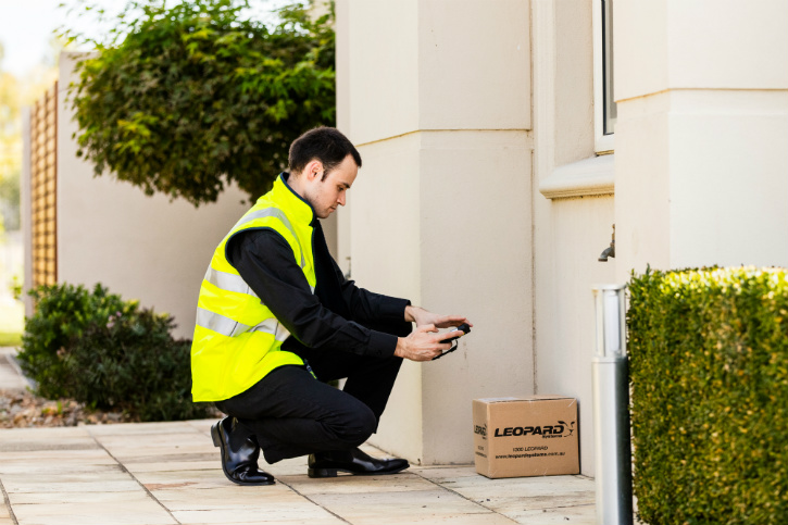 Provide your customers and/or mobile workers with on-demand information about specific trackable deliveries